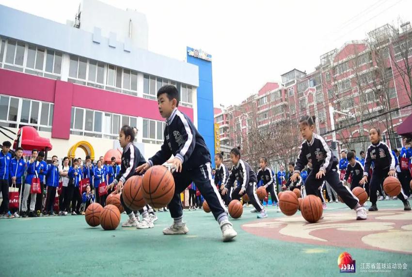 小篮球 大梦想——江苏省幼儿篮球教师培训现场会在钟声隆重举行